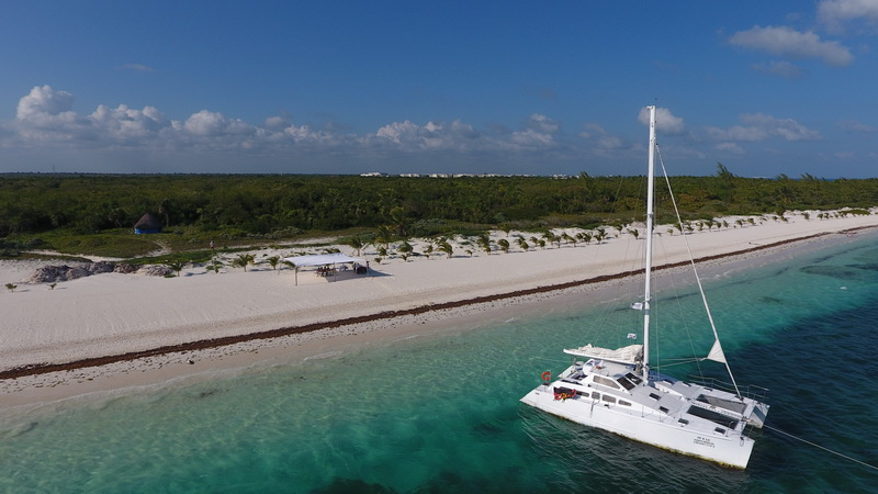 Sailing with private catamaran the Riviera Maya Coast